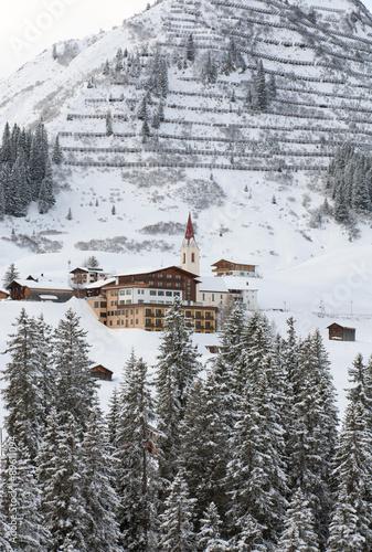 malownicza-alpejska-wioska-warth-w-austrii