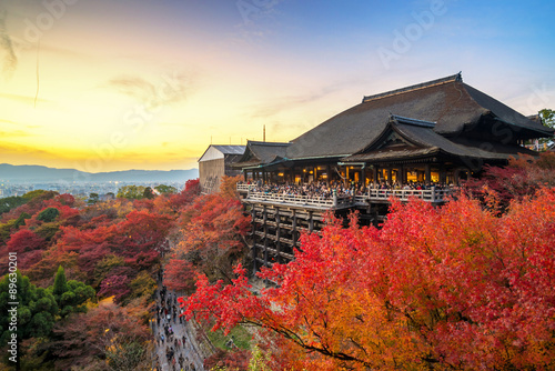 Photo sur Toile Kyoto Beautiful sunset scene in autumn season at Kiyomizu dera temple