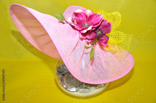 Foto op Plexiglas Magnolia Cappello con magnolia rossa-magnolia with red hat