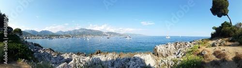 Vue panoramique d'un paysage du littoral sur la Côte d'Azur