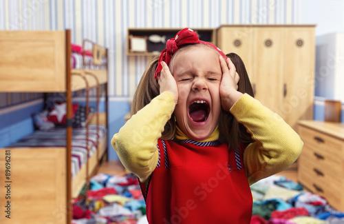 Valokuva  Little girl screaming