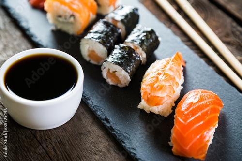 Valokuvatapetti sushi