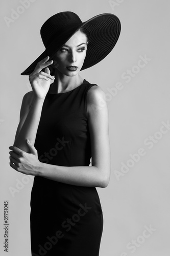 Fotografía  Black and white portrait of elegant woman