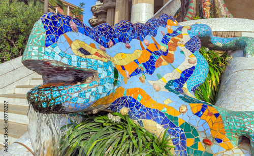 Papiers peints Barcelona Mosaic sculpture Barcelona Gaudi