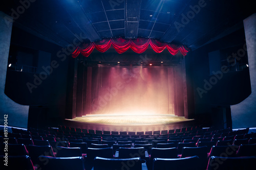 Photo sur Aluminium Opera, Theatre Theater curtain with dramatic lighting