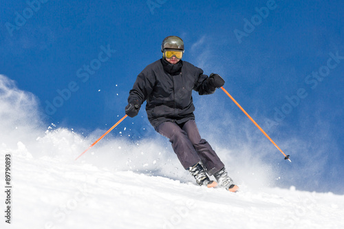 Fotografía  Skier skiing on ski slope