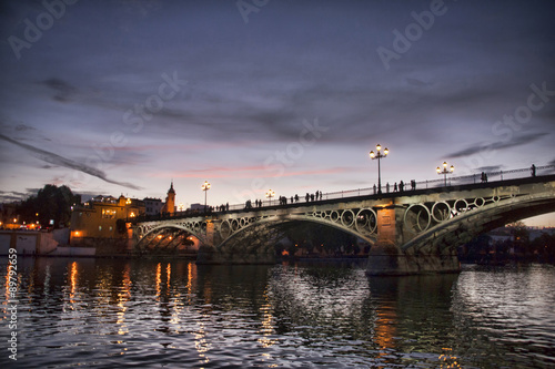 Sevilla y su puente de Triana