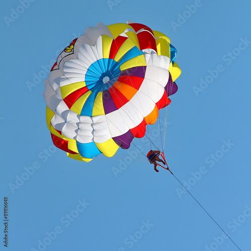 Valokuva  Parasailing in a blue sky.