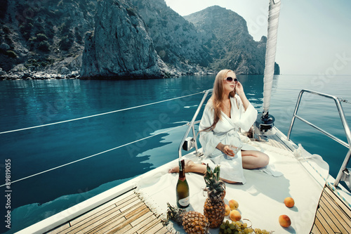 Fotografia  Luxury vacation at sea on yacht