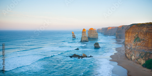 Fotografía  Panorama of the landmark Twelve Apostles along the famous Great Ocean Road, Vict