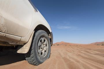 Fototapeta na wymiar desert car
