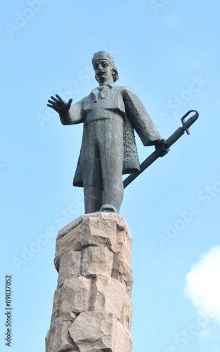 Deurstickers Afrika Avram Iancu statue overlooks the square in Cluj Napoca, Romania