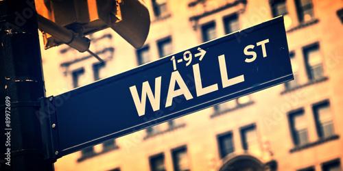 Zdjęcie XXL Zamknij się znak kierunku Wall Street, Nowy Jork, proces vintage