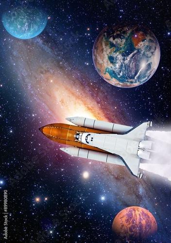 Fototapety kosmos  wystrzelenie-rakiety-wahadlowca-kosmicznego-statek-kosmiczny-wszechswiat-planeta-ziemia-elementy-tego-zdjecia-zostaly-umeblowane
