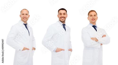 Fotografía  happy doctors in white coat