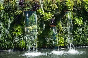 Panel Szklanycascade dans un jardin public