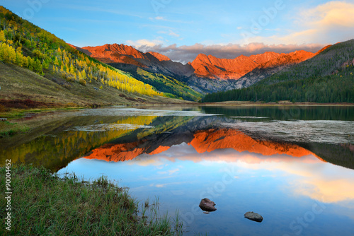 Photo  Piney Lake near Vail Colorado at sunset