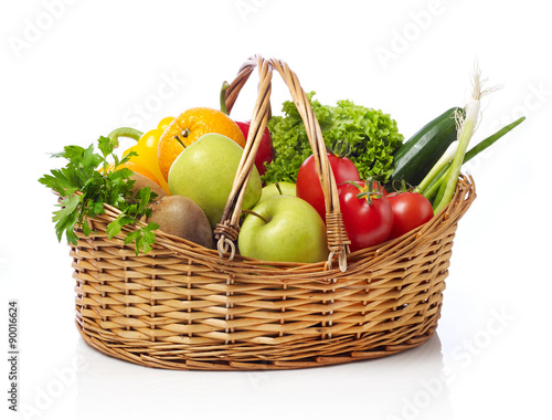Deurstickers Keuken Basket with fruits and vegetable