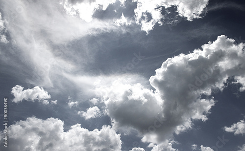 czarno-biale-niebo-chmury