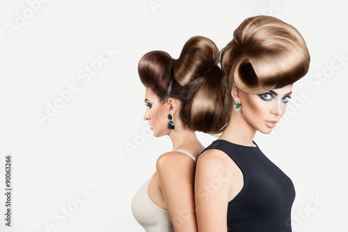 Foto op Plexiglas Kapsalon Two beautiful women in studio. Both with creative hairstyle and