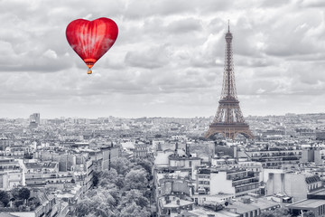 Fototapeta samoprzylepna Balloon in the form of heart over Paris