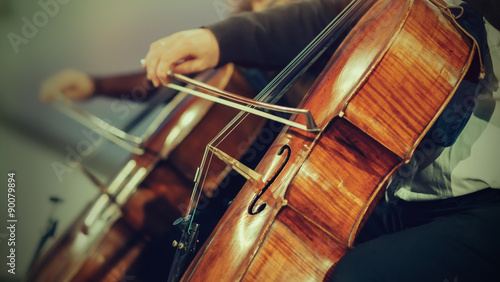 Foto Symphony orchestra on stage, hands playing cello