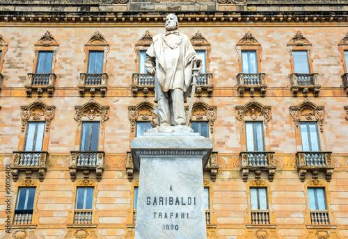 Papiers peints Artistique Garibaldi statue in Trapani, Italy