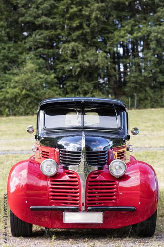 amerykanski-samochod-zabytkowy-zblizenie-z-przodu-szczegol-dodge