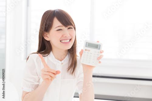Fotografia, Obraz  電卓を持つ女性