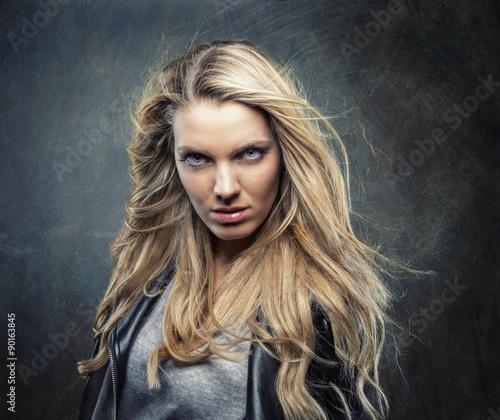Valokuva  Ausdrucksstarke Blondine