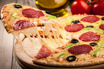 Obraz na PlexiSliced pizza, close up