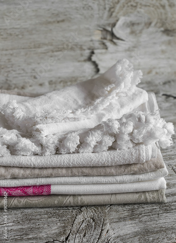 In de dag Monument fabric cotton kitchen towels, on a bright wooden surface, vintage style