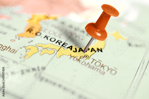 Fotografia  Location Japan. Red pin on the map.