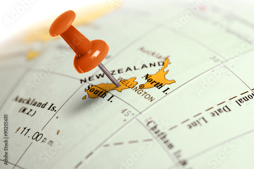 Spoed Foto op Canvas Nieuw Zeeland Location New Zealand. Red pin on the map.