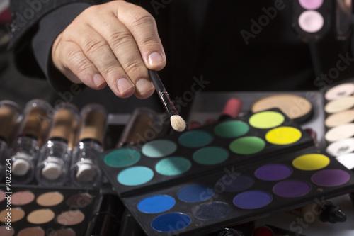 Fotografía Male hand and set of eyeshadows