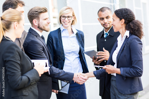 Fotografía  Geschäftsabschluss equipo de negocios