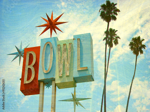 Tuinposter Retro aged and worn vintage photo of bowling sing with palm trees