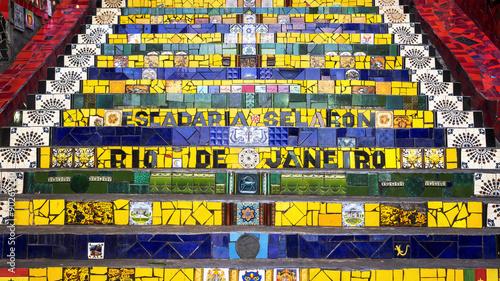 In de dag Rio de Janeiro Escadaria Selaron, or Lapa Steps, in Rio de Janeiro, Brazil