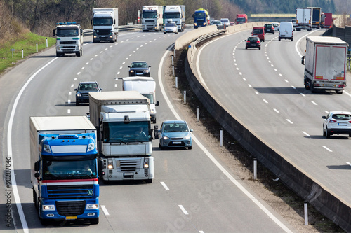 Fotografía  Lastwagen auf der Autobahn