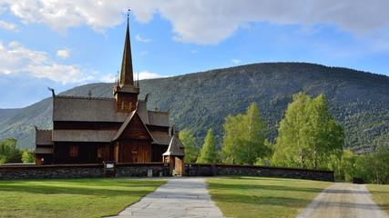 Fototapeta na wymiar Eglise en bois debout de Lom, Norvège