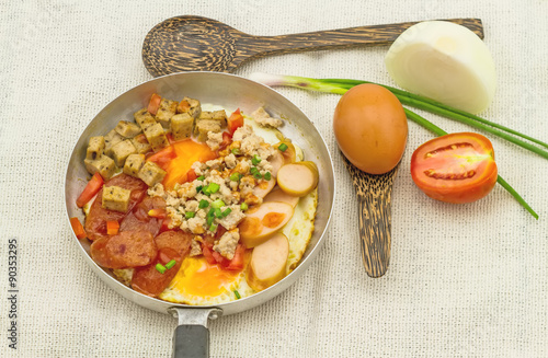 Fotografia  Indochina pan-fried egg with garnish on white sack fabric