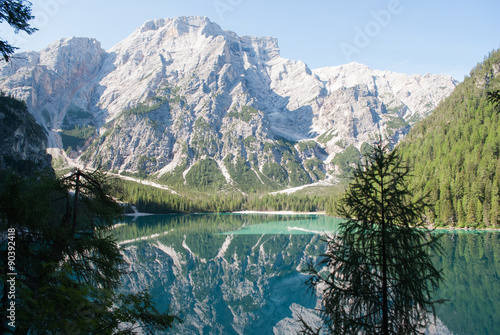 Foto auf Gartenposter Reflexion Lago di Braies