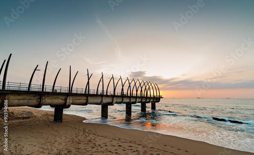 Poster Afrique du Sud View of the Indian Ocean through the Millennium Pier in Umhlanga Rocks at Sunrise