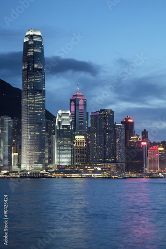 Evening skyline of Hong Kong Island and Victoria Harbour Plakát