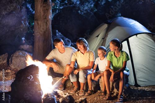 Poster Camping Family camping at night