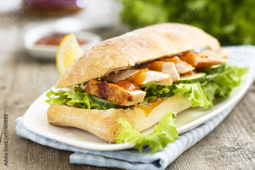 Spoed Foto op Canvas Snack Sandwich with chicken and mango chutney