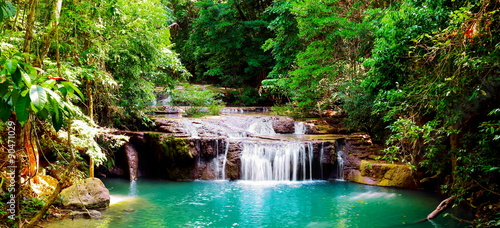 Foto op Plexiglas Watervallen Beautiful panorama of Erawan waterfall in nationnal park at kan