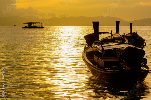 Foto auf AluDibond Pier Fishing boat floating on the sea at dawn.