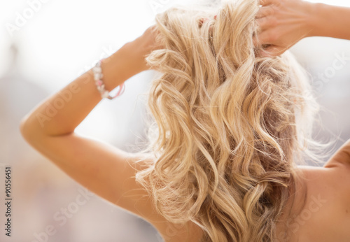 Blonde woman holding her hands in hair Tapéta, Fotótapéta