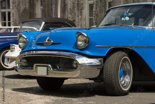 niebieski-vintage-car